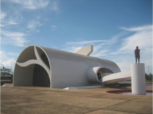 4194575-Memorial_Coluna_Prestesdesigned_by_Oscar_Niemeyer_Palmas