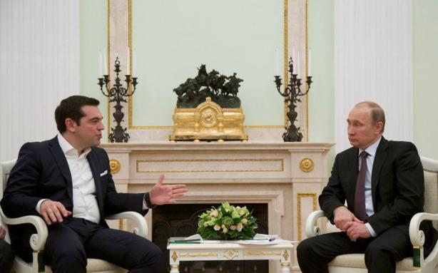 """Εμφανώς γοητευμένος από τον πρωθυπουργό μας  ο καλός φίλος της Ελλάδας Βλάντιμιρ Πούτιν (η φώτο από την """"Καθημερινή"""")"""