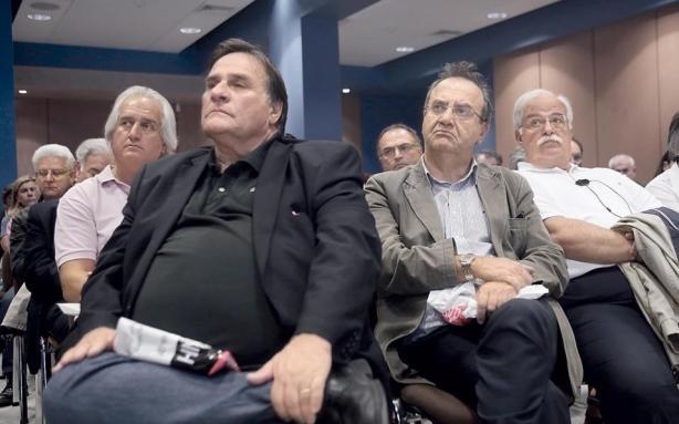 Ο κ. Στρατούλης μαζί με τον τραπεζικό του εφάπαξ του ενός εκατομμυρίου ευρώ κ. Τσουκαλά. Άξια τέκνα των 80s, τυπικοί εκπρόσωποι της αριστεράς της τζάμπα μαγκιάς